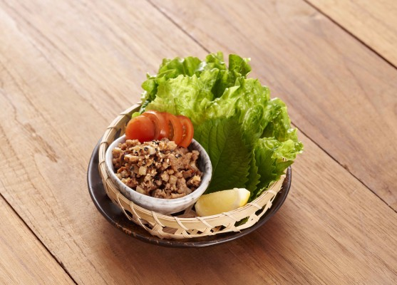 Minced Pork with Lettuce Wrap