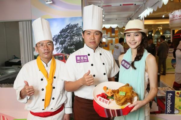 泰雅渡假村招牌泰雅咖啡雞,利用台灣阿拉比卡品種咖啡青豆燉煮高山土產雞,甘甜的雞肉,配上口感獨特的咖啡雞湯,散發陣陣咖啡香氣,別具特色。
